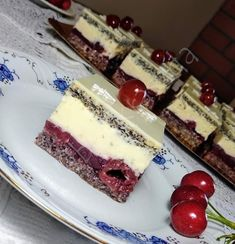undefined Kolaci I Torte, Cake Bars, Hungarian Recipes, Cupcakes, Recipies, Cheesecake, Cherry, Food And Drink, Sweets
