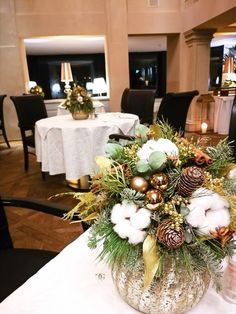 Christmas Tree Decorations, Table Decorations, Hotels, Invitation Design, Home Decor, Christmas Time, Christmas Decor, Things To Do, Luxury