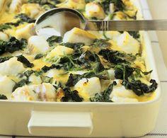 Les ingrédients pour faire un gratin de cabillaud aux épinards : Des filets de cabillaud, des épinards, de la crème liquide, du beurre, des œufs, de l'ail et des échalotes.