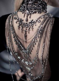 dress open back jewelry jewels backlace necklace chain jewelled dress ralph lauren silber grey bling crystals elegant chic black Fashion Details, Look Fashion, Womens Fashion, Gothic Fashion, Fashion Beauty, Couture Details, Fairytale Fashion, Couture Fashion, Vampire Fashion