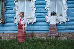 "love the ""gingerbread"" eastern european (russia?) windows on a log cabin....     razu mikhina skirts"