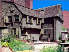 Built in Paul Revere's House is the oldest building in Boston Places To Travel, Places To Go, Student Tours, In Boston, Boston Area, Boston Map, Boston Travel, Boston Strong, New England Homes