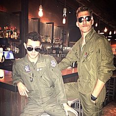 Pin for Later: 29 Sexy Halloween Costumes For Men Maverick and Goose