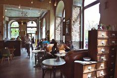 Wiens schönste Locations für ein Date - Teil 1 Restaurant Bar, Heart Of Europe, House Rooms, Vienna, Sweet Home, Around The Worlds, Architecture, Places, Furniture