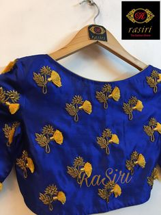All Ethnic Customization with Hand Embroidery & beautiful Zardosi Art by Expert & Experienced Artist That reflect in Blouse , Lehenga & Sarees Designer creativity that will sunshine You & your Party Worldwide Delivery. Simple Blouse Designs, Fancy Blouse Designs, Bridal Blouse Designs, Blouse Neck Designs, Hand Work Blouse Design, Choli Designs, Lehenga Designs, Dress Designs, Embroidery Neck Designs