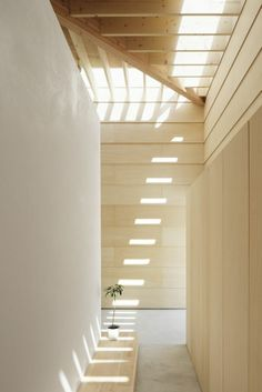 Would love this for the entry to the house   Light Walls House / mA-style Architects