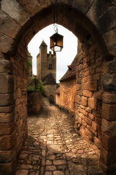 Beynac-et-Cazenac ~ Dordogne, France Beautiful Castles, Beautiful Buildings, Beautiful Places, Ancient Architecture, Beautiful Architecture, Places To Travel, Places To See, La Dordogne, Fantasy Places