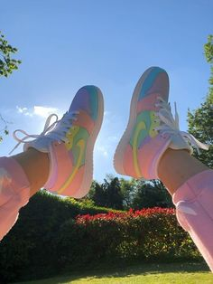 Adidas Shoes Outfit, Dr Shoes, Cute Nike Shoes, Cute Sneakers, Nike Air Shoes, Hype Shoes, Shoes Sneakers, Nike Socks, Shoes Pic