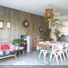 Die Vogelkafig Pendelleuchten Sind Der Besondere Hingucker Im Wohn Essbereich Naturliche Look Wird Durch Holzpaneele An Wand Und Holzmobel
