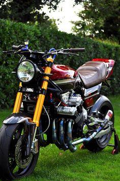 Vintage Motorcycles The right solution Kawasaki Cafe Racer, Cafe Racer Honda, Honda Bikes, Kawasaki Motorcycles, Street Fighter Motorcycle, Futuristic Motorcycle, Motorcycle Engine, Cafe Racer Motorcycle, Custom Street Bikes