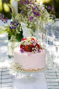 Glasstårta med jordgubbar till midsommar