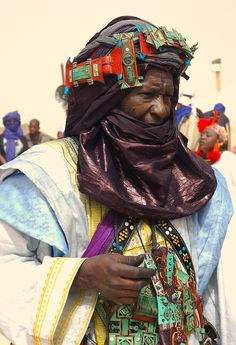 Tuareg Griot at the Festival au Desert, Essakane, Mali | © Chris Greenwood.   This man is a Griot (also : Jali or Jeli) i.e. a historian, keeper of the mythology of his people, a moral guide and adviser, a community leader, a source of community wisdom.