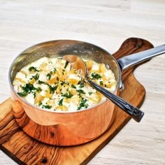Creamed yellow turnip with parsley. A delicious side dish for most meat and fish. Recipe in Danish with Google Translate.