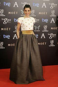 Fabulously Spotted: Irene Visedo Wearing Tot-Hom – Goya Cinema Awards 2014 Who: Irene Visedo Dress: Irene wore Spanish label Tot-Hom embellish crop. Skirt Outfits, Dress Skirt, Dress Up, Look Fashion, Fashion Design, Evening Dresses, Formal Dresses, Dress To Impress, Party Dress