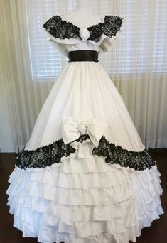 Southern Belle Dress Rental and Southern Belle Costume Rental — Civil War Ball Gowns & Costume Old Fashion Dresses, Old Dresses, Pretty Dresses, Beautiful Dresses, Fashion Shirts, Victorian Ball Gowns, Victorian Dresses, Victorian Gothic, Southern Belle Dress