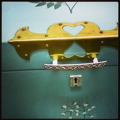 #kapioarkku #handmade #turquoise #chest of a bride. #kahva #doorhandle with #hearts ♥ and #lock #1960s #Lapland #Finland
