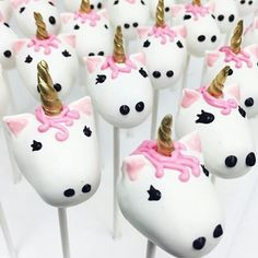 Unicorn cake pops by #conniestreats