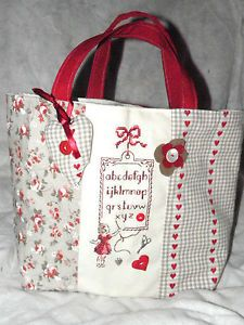 La couture *** Broderie Point de croix Patchwork Bags, Quilted Bag, Diy Sac, Diy Bags Purses, Craft Bags, Fabric Bags, Love Sewing, Handmade Bags, Bag Making