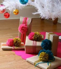 Ever since I got my pom-pom makers, I just want to make everything pom-pomed.