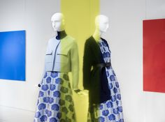 """Derzeit schmücken außergewöhnliche Installationen des niederländischen Künstlers Steven Aalders die LODENFREY Schaufenster. Unter dem Namen """"Frame"""" sind die Kunstwerke noch bis Ende März dekoriert."""