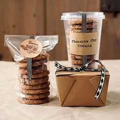 Cookie packaging and Chocolate Chip Cookies Bake Sale Packaging, Baking Packaging, Dessert Packaging, Food Packaging Design, Packaging Ideas, Product Packaging, Cookie Gifts, Food Gifts, Diy Gifts