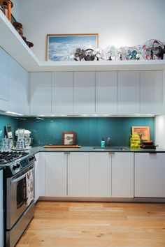 Awesome Back Painted Glass Backsplash Kitchen Idea Tile Alternative Apartment Therapy Panel Add A Pop Of Teal To Thi Loft In New Jersey Cost Technique Do It Yourself Supplier Design Wardrobe Table Top Beadboard Backsplash, Herringbone Backsplash, Kitchen Backsplash, Kitchen Countertops, Backsplash Ideas, Hexagon Backsplash, Tile Ideas, Quartz Backsplash, Interior Design