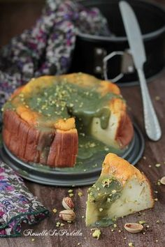 Moelleux alla ricotta e crema di pistacchio, ricetta senza farina, senza lievito e senza burro. Deliziosa con la crema al pistacchio.