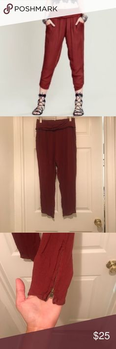 FREE PEOPLE boho linen capris Super cute and trendy! I just bought from someone and love them but they were just a little too snug on me. I'm more towards a size M, and these fit a true S! Super cute for dressing up, or just casual Free People Pants Ankle & Cropped