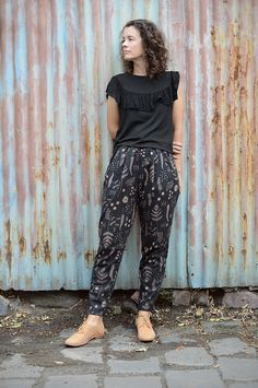 Alexandria Peg Trousers : Named by Bombazine Sewing Pants, Sewing Clothes, Clothing Patterns, Dress Patterns, Named Clothing, Botanical Fashion, Peg Trousers, Pants Pattern, Jogger Pants