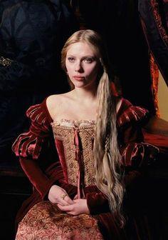 "Boleyn : Scarlett Johansson - ""The Other Boleyn Girl"" - Costume design by Sandy Powell.Mary Boleyn : Scarlett Johansson - ""The Other Boleyn Girl"" - Costume design by Sandy Powell. Scarlett Johansson, Renaissance Mode, Renaissance Fashion, Moda Medieval, Medieval Dress, Tudor Costumes, Movie Costumes, Mary Boleyn, Sandy Powell"