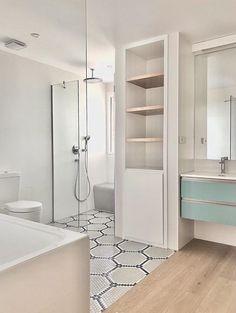 Proyecto de la arquitecta Mónica Diago | Suelo Hexágonos #ArtFactoryHisbalit Mosaic Floors, Retro, Alcove, Bathtub, Flooring, Bathroom, Kids, Mosaic Wall, Architects