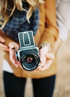 This camera looks super cool. Makes me want to grab my camera and actually USE it! Antique Cameras, Old Cameras, Vintage Cameras, Photography Camera, Amazing Photography, Photography Tips, Pregnancy Photography, Engagement Photography, Landscape Photography