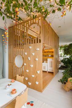 Living Room Decor Inspiration, Table Decorations, Interior, Furniture, Home Decor, Kids, Playroom Design, Climbing Wall, Arquitetura