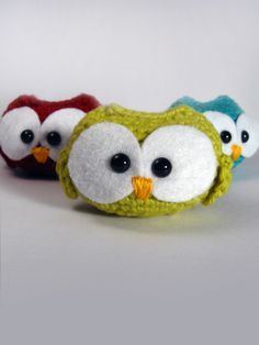 Free simple amigurumi owl pattern; lots of free critter crochet patterns on the site by ea1701.