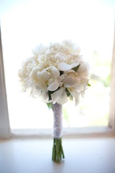 white peonie bouquet! just need to add some color to make it perfect!