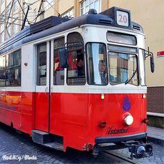 除了較為大眾所知在伊斯坦布爾新城區有復古電車外,亞洲區的卡德寇依/謀達也有這號電車行駛區間。 ©gezicigunluk