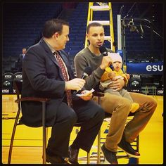 Stephen Curry capping off his night by taking part in a season ticket holder chalk talk while holding his daughter Stephen Curry Basketball, Golden State Basketball, Stephen Curry Pictures, Chalk Talk, Ticket Holders, Season Ticket, Golden State Warriors, Locker, Hold On