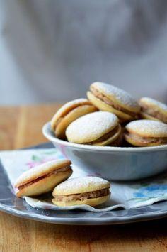 Narancsos-gesztenyés aprósütemény - Kifőztük, online gasztromagazin Sweet Cookies, Cake Cookies, Churros, Cookie Desserts, Dessert Recipes, Hungarian Cookies, Poppy Cake, Xmas Dinner, Hungarian Recipes