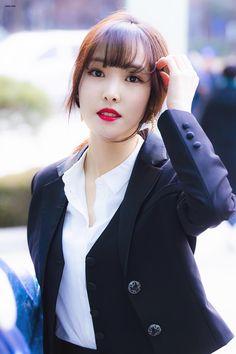 Photo album containing 13 pictures of Yuju