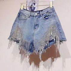 Shorts denim frange in strass - Abbigliamento donna Denim Shorts Outfit, Diy Shorts, Jean Shorts, Jean Short Outfits, Casual Outfits, Diy Outfits, Short Denim, Denim On Denim, Denim Fashion