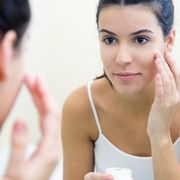 Finding the key to solving the problem of acne-prone skin and achieving healthy skin can sometimes feel impossible. What makes it worse is that many conventional acne skin care products contain harmful ingredients. Skin Tips, Skin Care Tips, Vichy Dermablend, Natural Face Pack, Diy Turmeric Face Mask, Beauty Routine Checklist, Skincare Routine, Wie Macht Man, Summer Skin