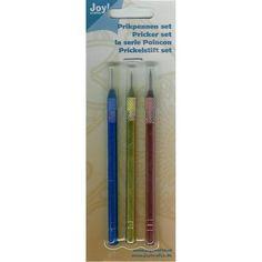 Set met 3 verschillende prikpennen  Grof- fijn en extra fijn.  Aluminium houder  Totale lengte per stuk 19 cm.  Prijs per set