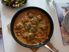 Pannbiff med himmelsk kantarellsås - Johanna Toftby Chutney, Lchf, Hummus, Curry, Ethnic Recipes, Food, Drink, Juice, Curries