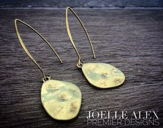 """The NEW @premierdesignsinc """"Contempo"""" fishhook earrings are super light and…"""