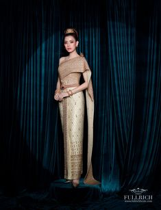 Thai Traditional Dress, Traditional Wedding Dresses, Thailand, Sari, Costumes, Classic Dresses, Fashion, Saree, Moda