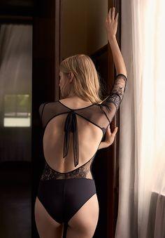 EDITORIAL - Xmas Lingerie Edit - Tendencias AW 2016 en moda de mujer en Oysho online: ropa interior, lencería, ropa deportiva, pijamas, moda baño, bikinis, bodies, camisones, complementos, zapatos y accesorios.