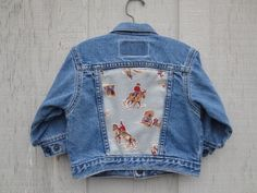 Vintage Levis denim jacket (made in the USA) upcycled with authentic vintage cowboy country western fabric. This jacket is classic American folk wear, totally OOAK! Baby Denim Jacket, Vintage Levis Denim Jacket, Levi Denim Jacket, Diy Fashion, Gypsy Fashion, Sewing Material, Gypsy Style, Blue Jeans, Upcycle