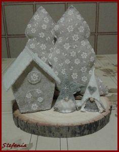 Ciao a tutte! ...le mie amiche vicine e lontane, nuove e vecchie (di data, non di età) mi hanno convinta a creare questo blog.. spero che vi piacerà curiosare tra le mie creazioni ... e se mi lascerete un commento,un suggerimento,un incoraggiamento o anche solo un saluto mi farà piacere. Christmas Ornament Crafts, Felt Ornaments, Holiday Crafts, Christmas Decorations, Coastal Christmas, Christmas Home, Felt Crafts Diy, Arts And Crafts, Idee Diy
