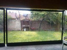 Cerramiento de lona o plástico Backyard Seating, Garden Seating, Backyard Patio, Bache Pergola, Aluminum Patio Covers, Canvas Awnings, Balcony Planters, Screen Enclosures, Patio Blinds