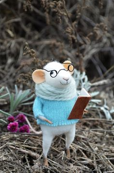 Sweety Reader Mouse  Felting Dreams by feltingdreams on Etsy
